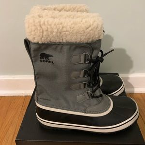 NWT Sorel Winter Carnival boot, Size 9.5